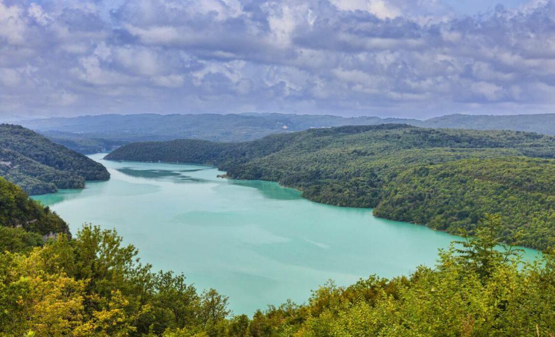 Réservez votre gîte pour profiter de toutes les activités au lac de Vouglans !