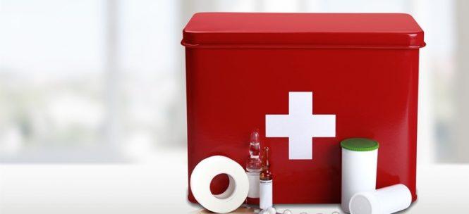 Trousse de secours et médicaments en voyage : règles de base !
