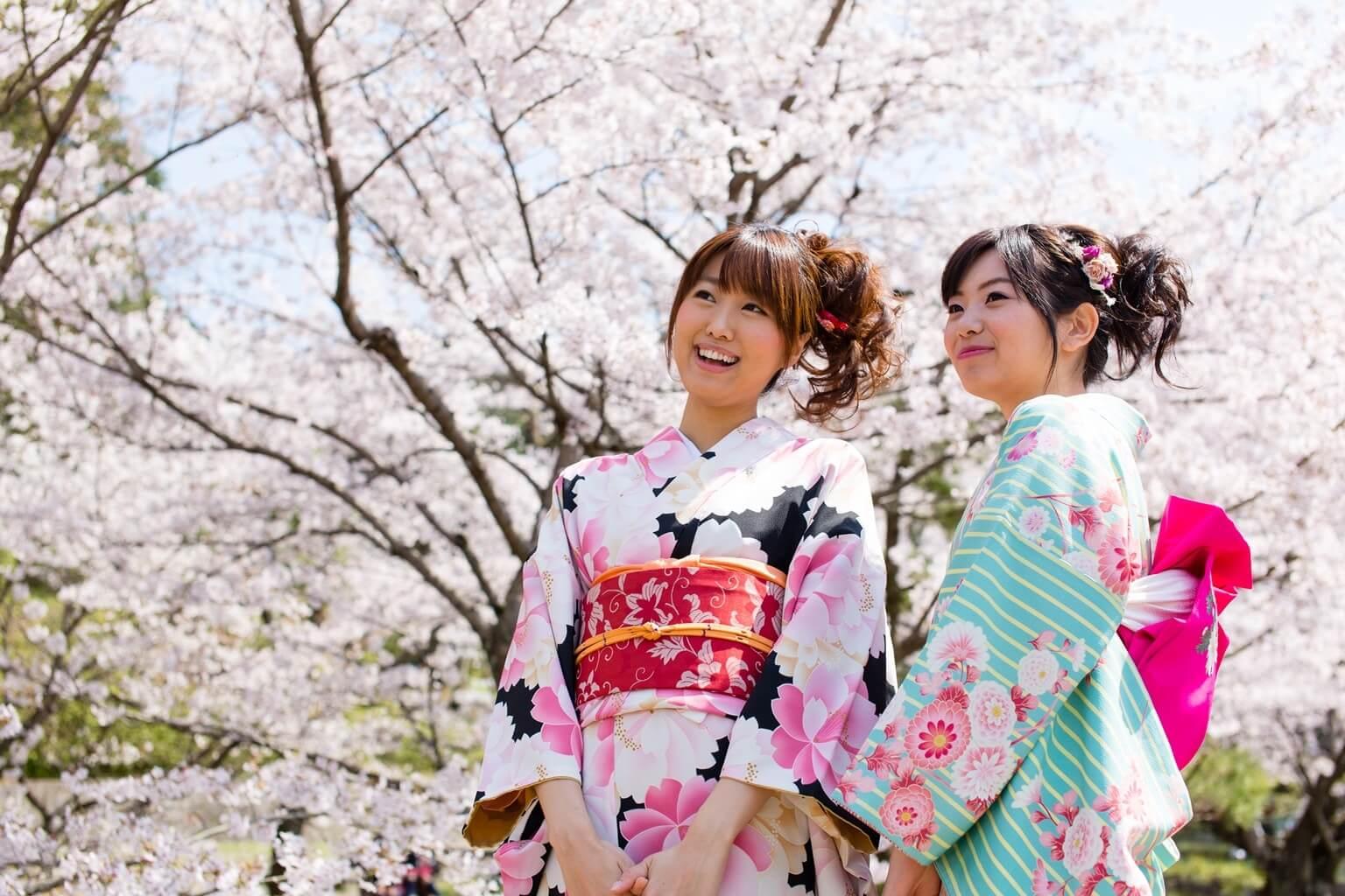 Jeunes femmes en yukata