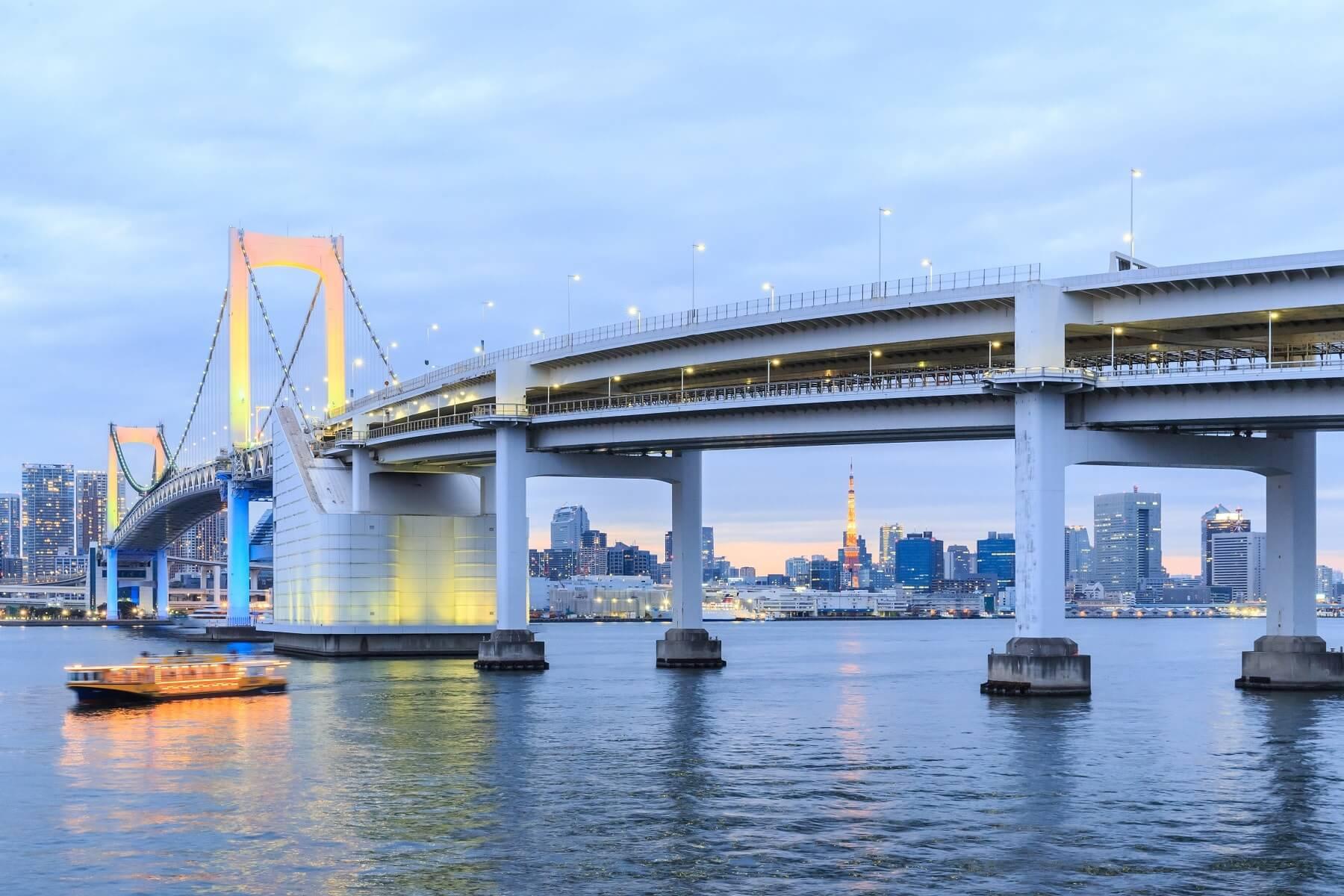 Rainbow bridge, Tokyo, Japon
