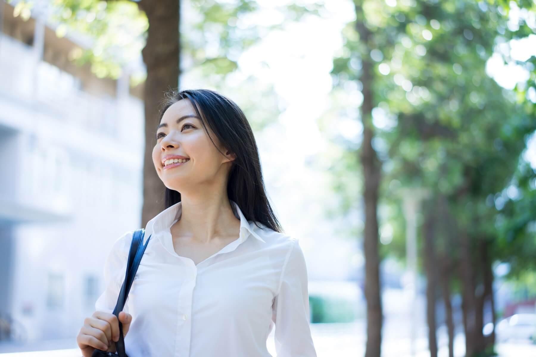 Jeune femme partant travailler au Japon