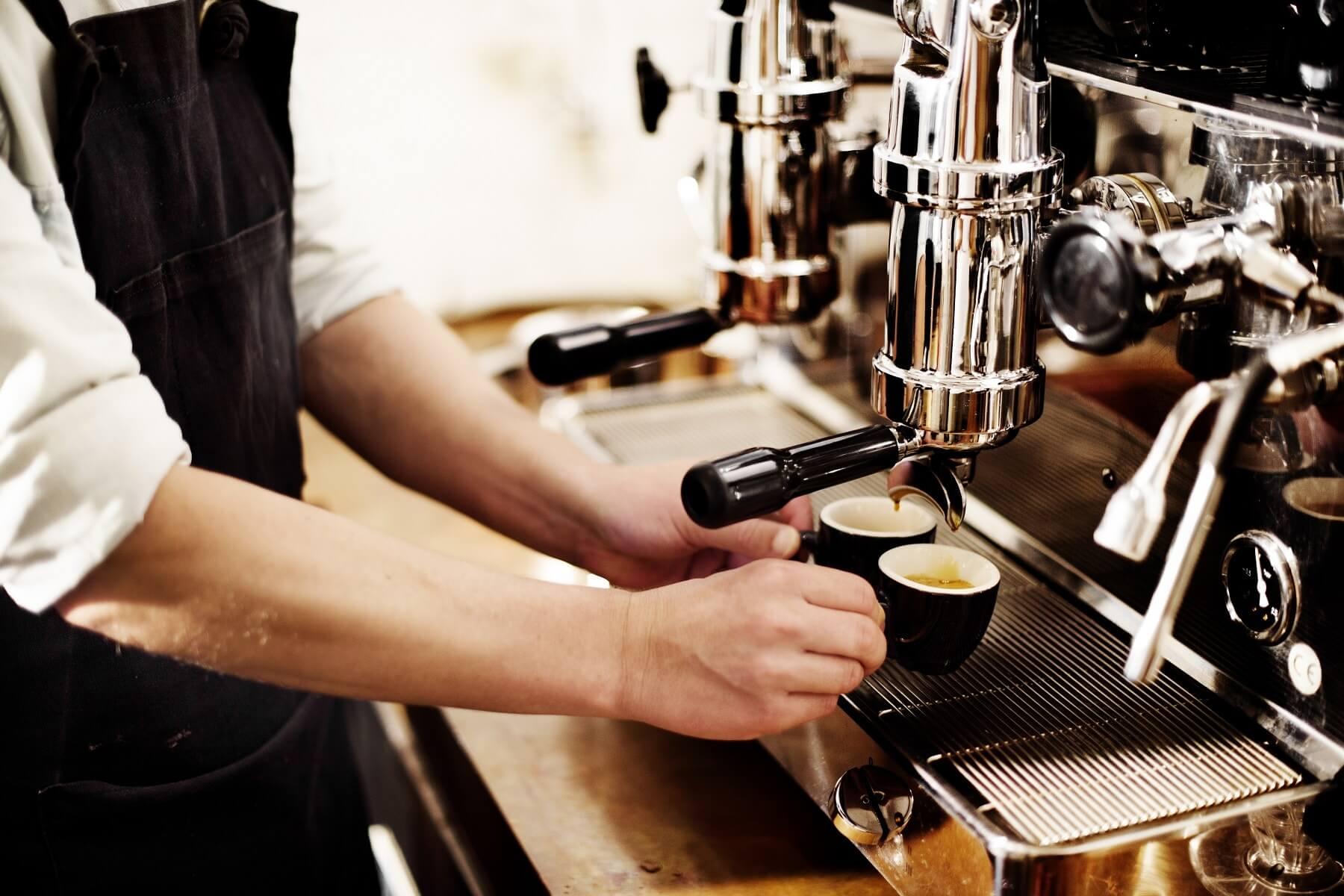 Serveur dans un café - Luxembourg Ville