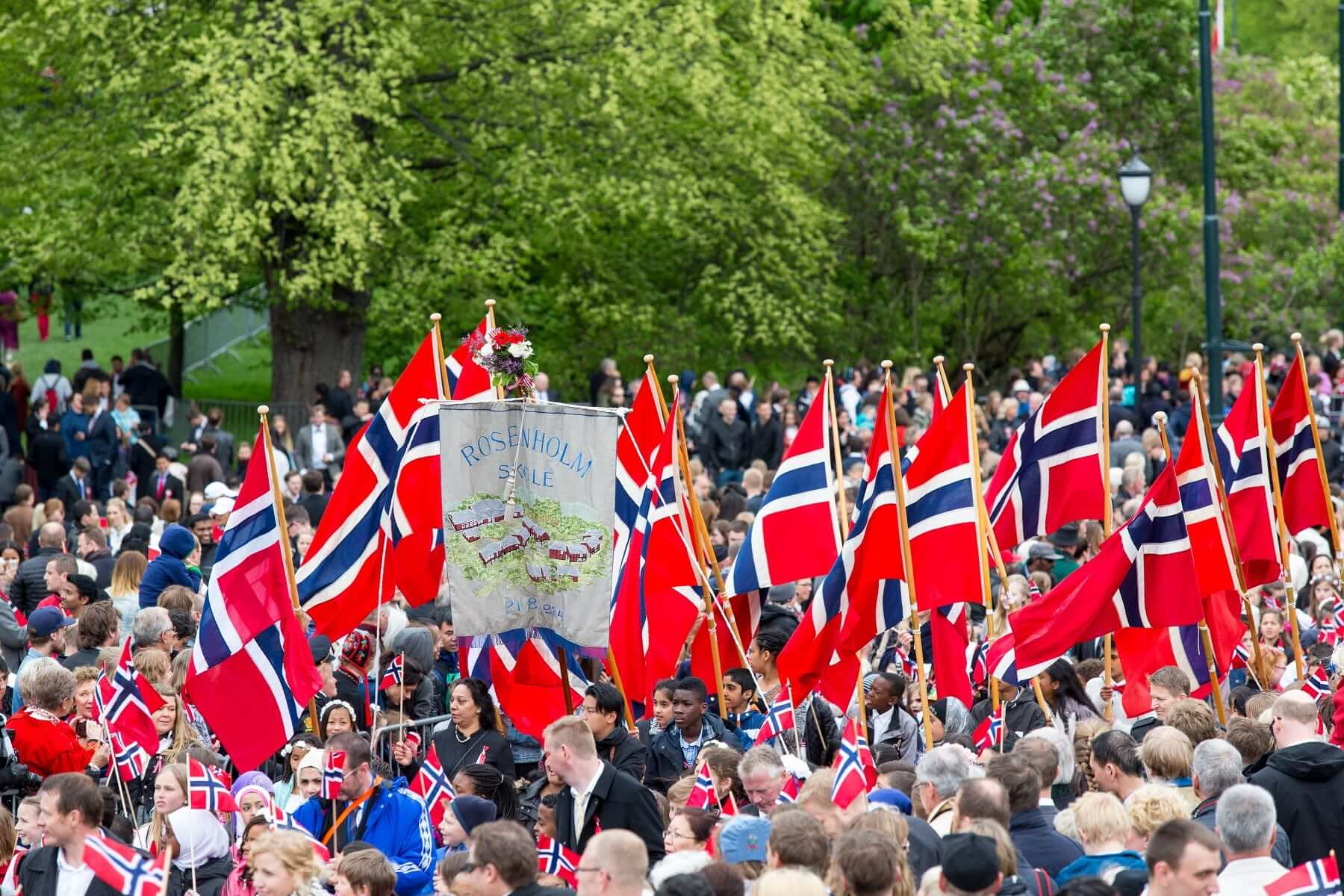 Séjour en Norvège fête nationale - Paul D Smith  Shutterstock.com