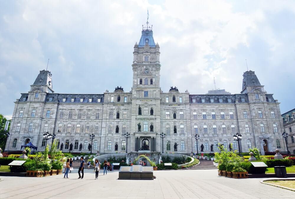 l'hôtel du parlement au Québec