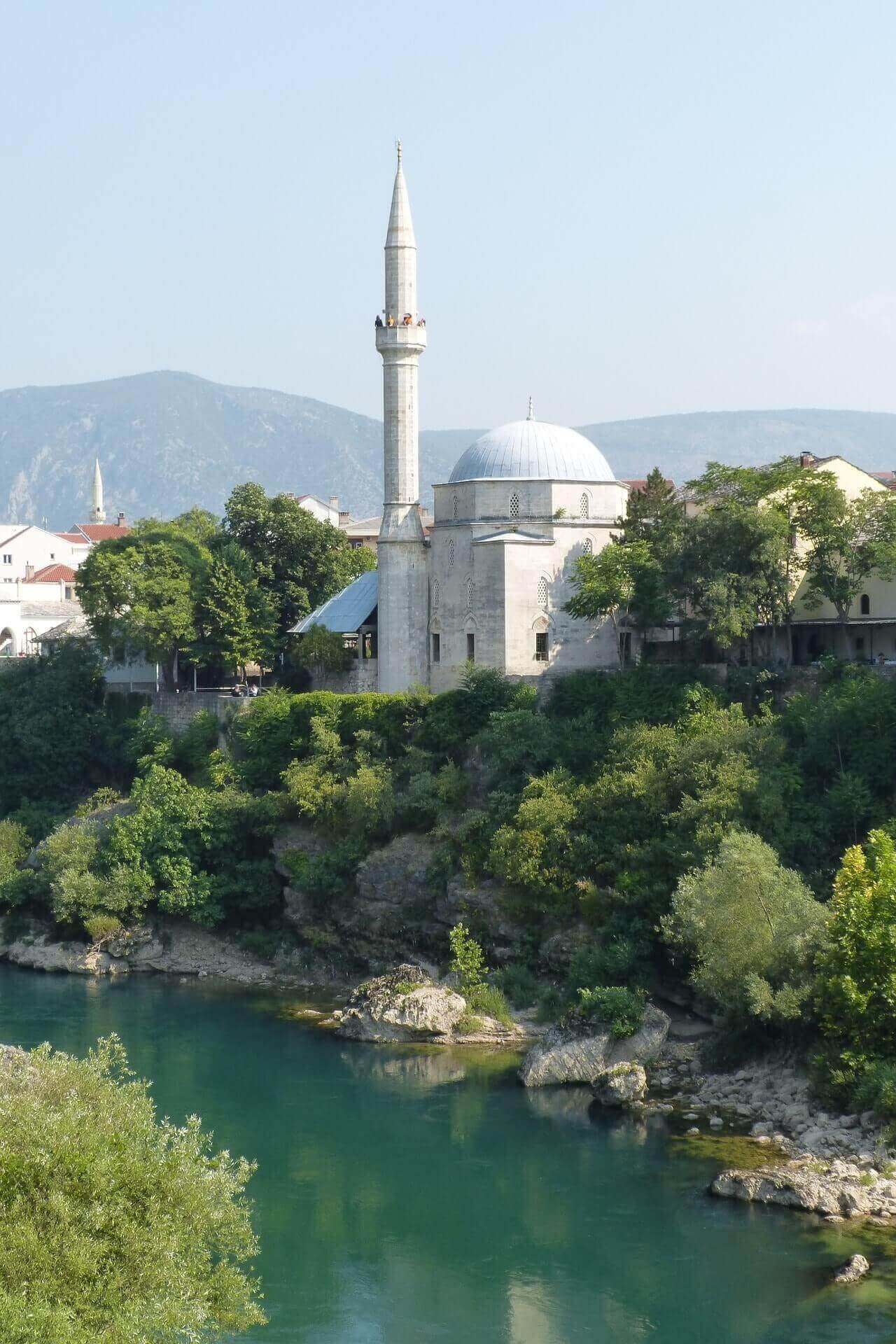 mosquée de Mostar en Bosnie